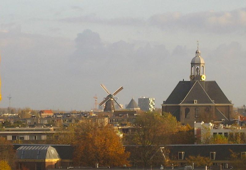 Amsterdam şehir merkezinde kalan tek yel değirmeni
