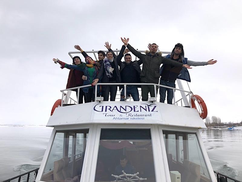 Akdamar Adası - Gevaş İskelesi'nden kalkan motor ve yol arkadaşlarımız