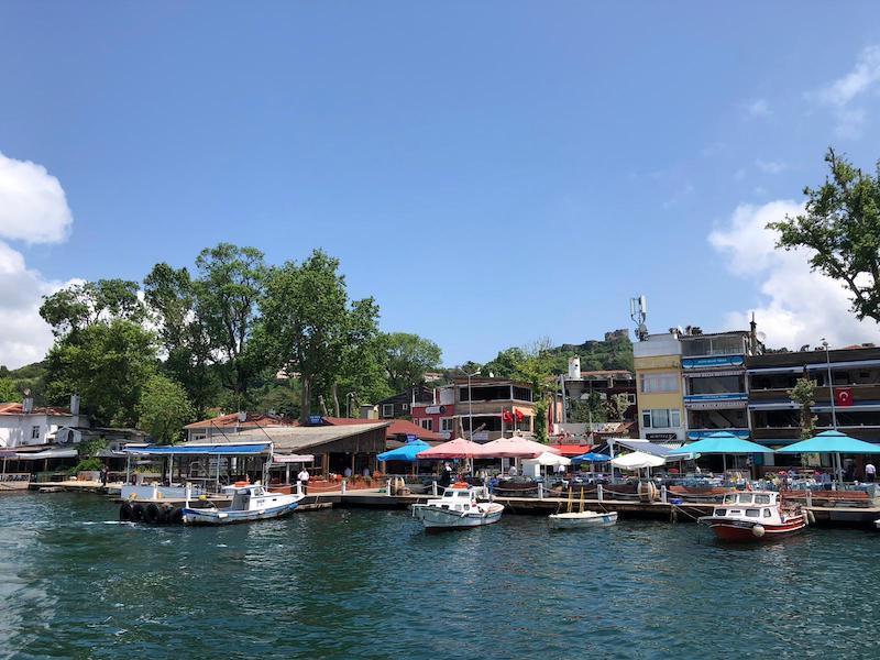 Anadolu Kavağı'nda sahildeki restoranlar