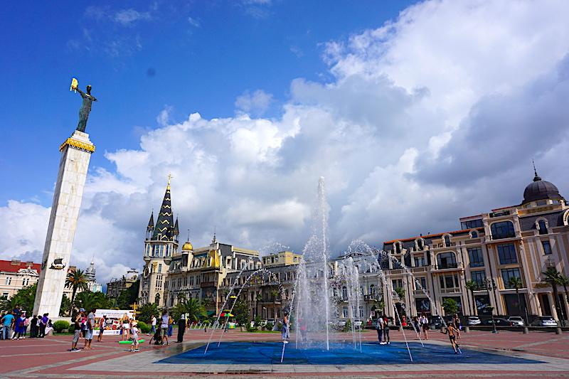 Avrupa Meydanı ve Medea Heykeli