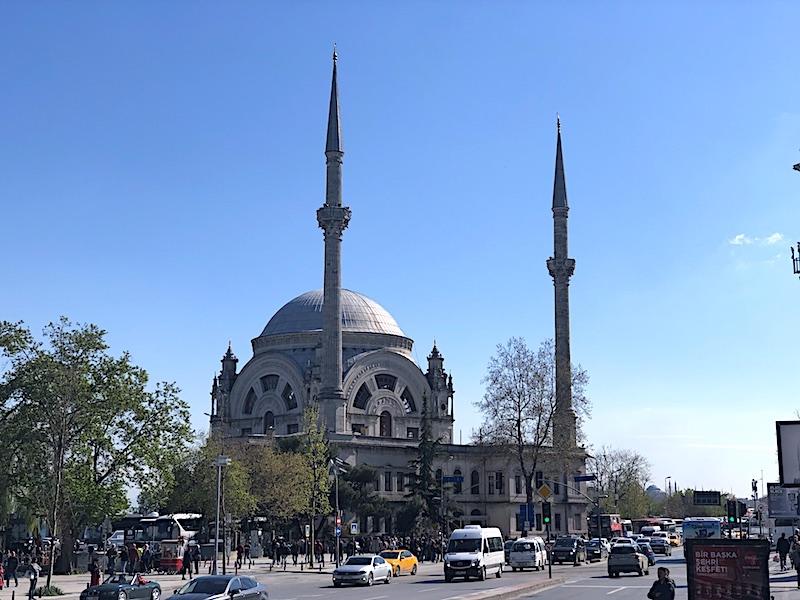 Bezmialem Valide Sultan Camii