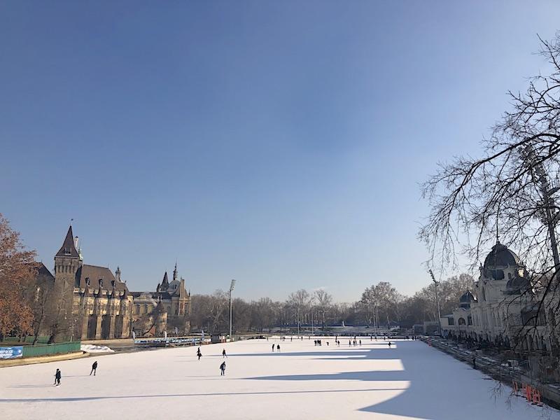 Budapeşte gezilecek yerler - Varosliget buz pisti