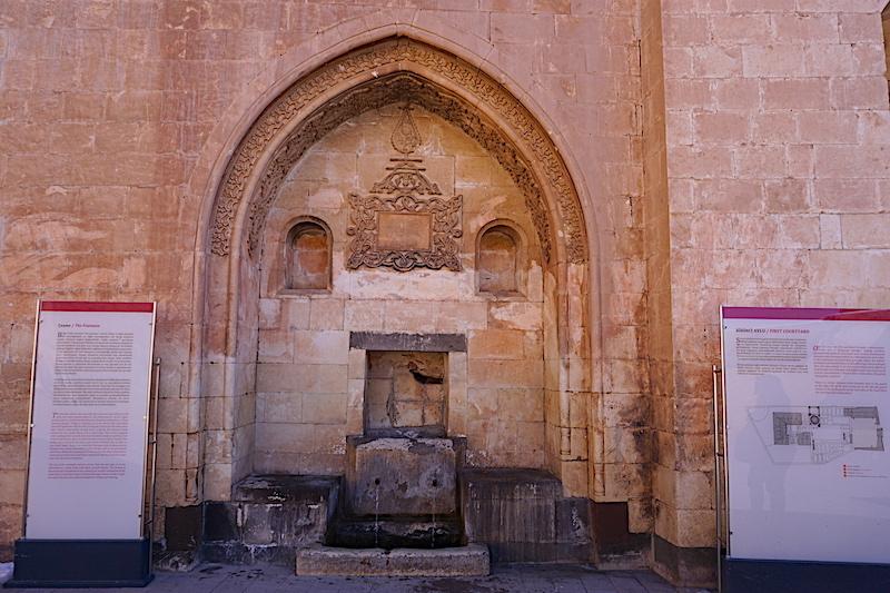 İshak Paşa Sarayı Süt Çeşmesi