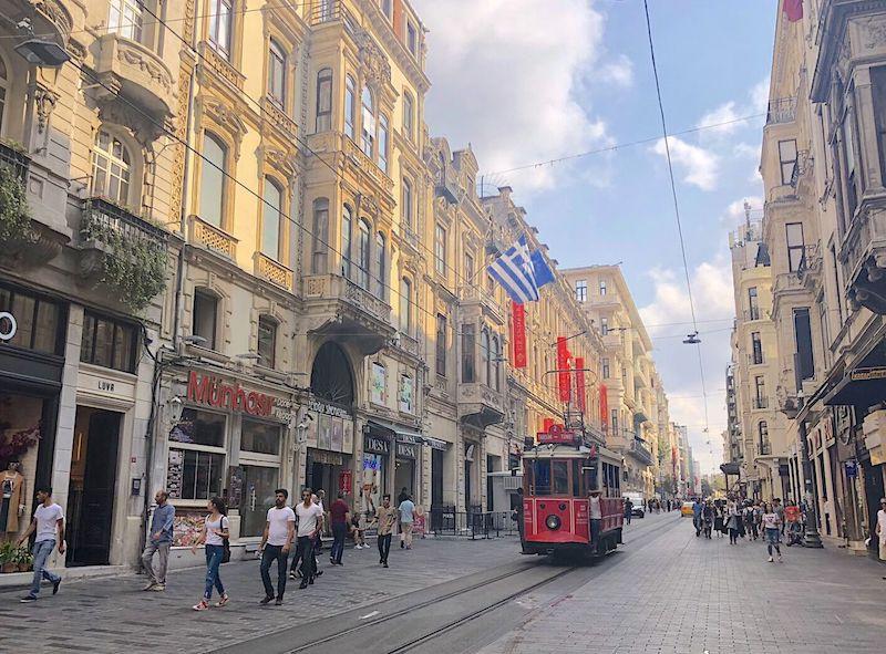 Taksim Meydanından Tünel Meydanına Pera