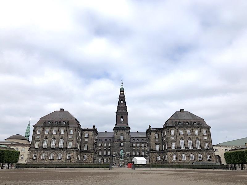 Christiansborg Sarayı ve Adası