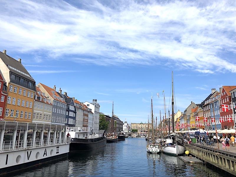 Kopenhag gezilecek yerler listesinin ilk sırasındaki Nyhaun, yeni liman