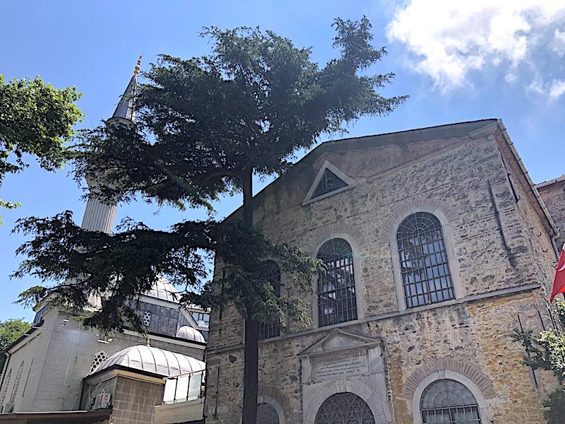 Kuzguncuk Camii ve Surp Krikor Lusaveriç Kilisesi
