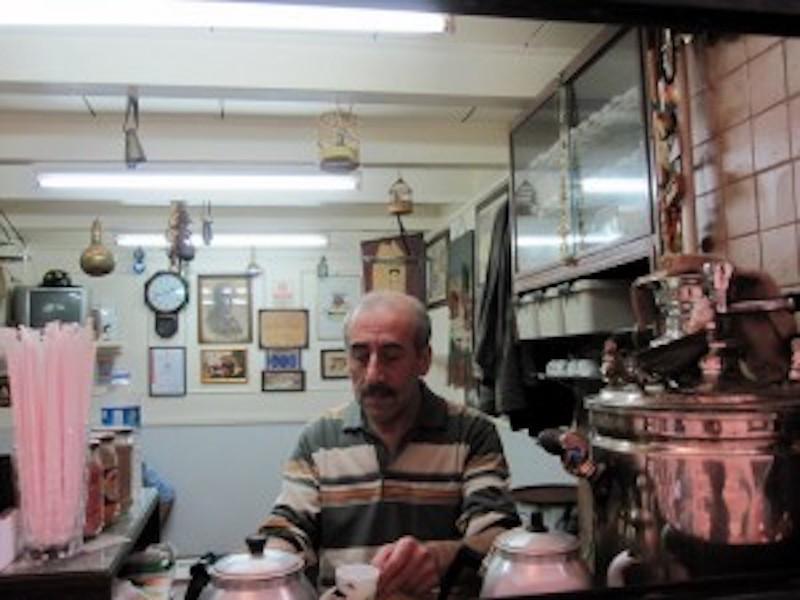 Manda Batmaz'da usta kahve yaparken