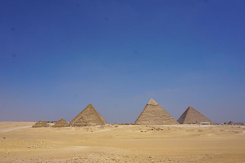 Piramitlere uzaktan bakış
