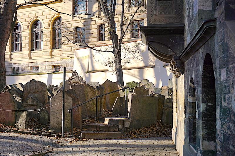 Eski Yahudi Mezarlığı