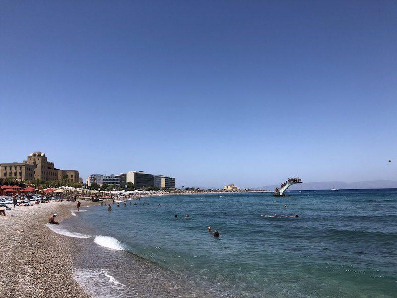 Rodos şehir merkezindeki Elli Plajı
