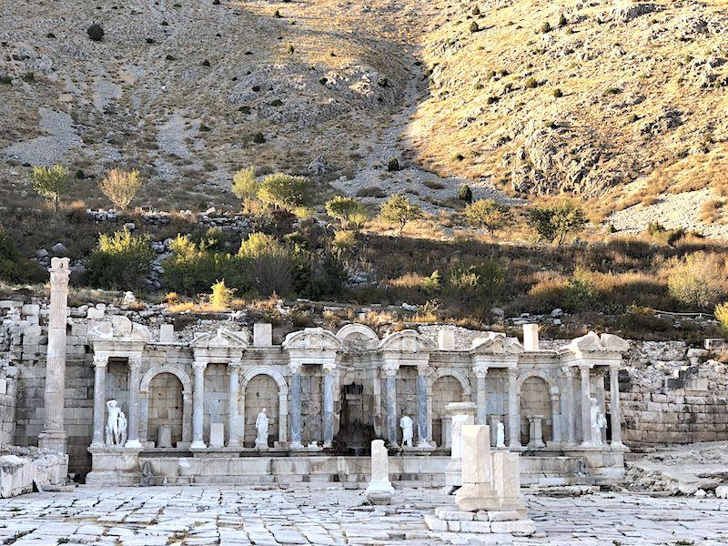 1000 yıllık Antoninler Çeşmesi