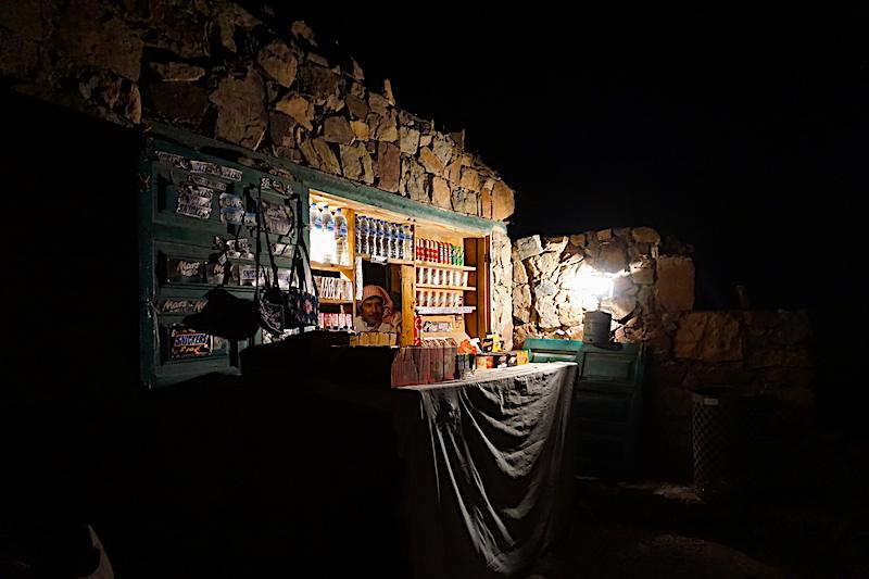Sina Dağı deve yolu üzerindeki büfelerden biri