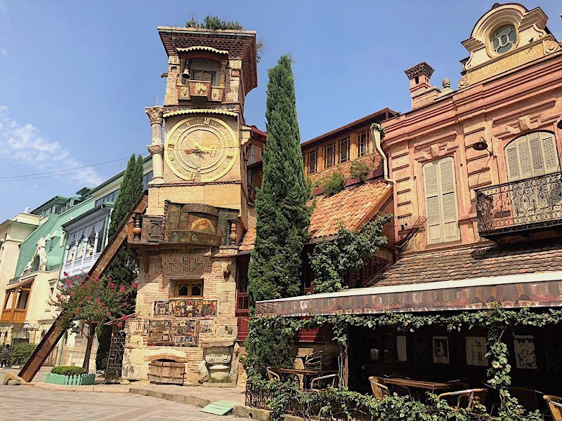 Tiflis Eski Şehir'deki Saat Kulesi