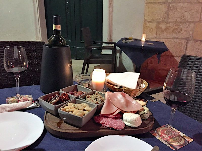 Valetta Rocks Wine Bar Yemek