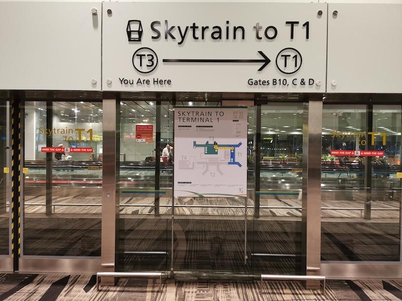 Singapur Changi Havalimanı'nda Terminaller Arası Skytrain