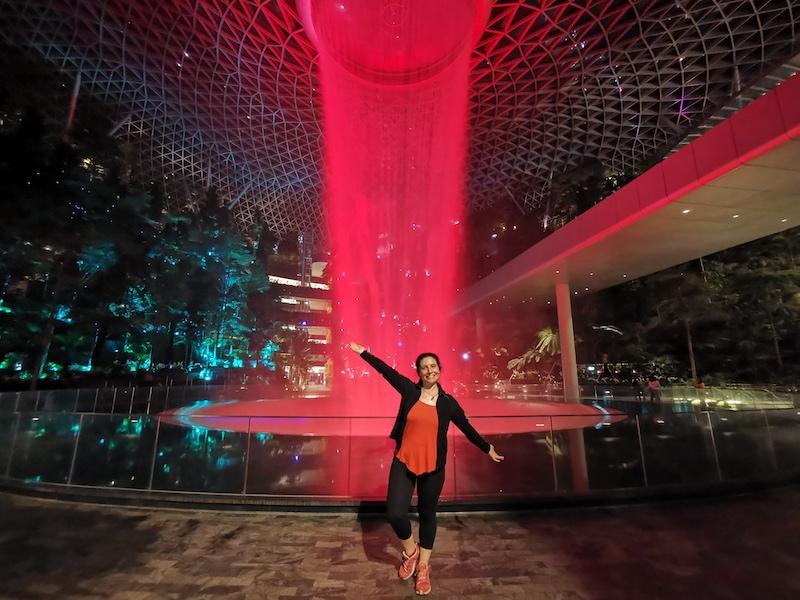 Dünyanın en yüksek kapalı alan şelalesine ev sahipliği yapan Jewel alışveriş merkezi