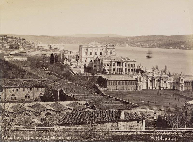 Dolmabahçe ve Has Ahırlar'ın eski fotoğrafı