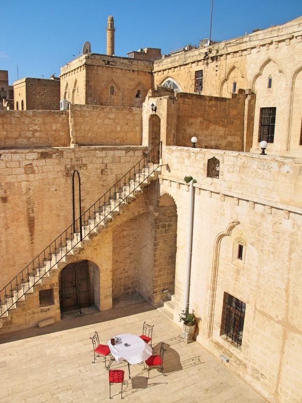 Mardin Kasr-i Abbas Otel Avlusu