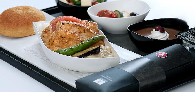Türk Hava Yolları'nın Ödüllü Sıcak Yemek İkramları Geri Döndü!