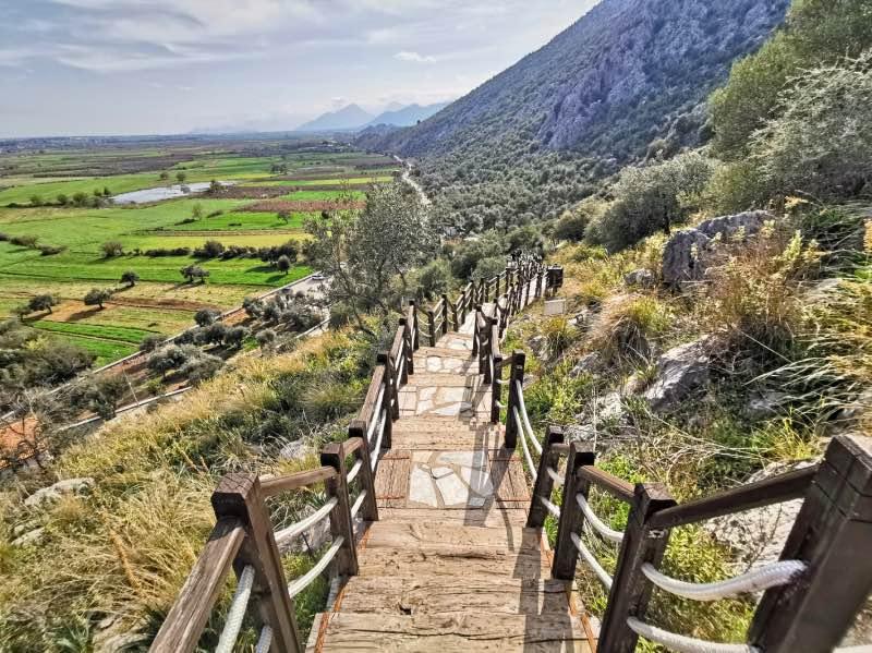 Karain Mağarası Merdivenleri