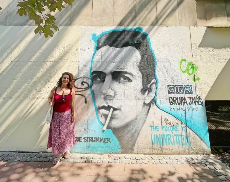 Belgrad'ın meşhur sokak ressamlarından birinin resmi